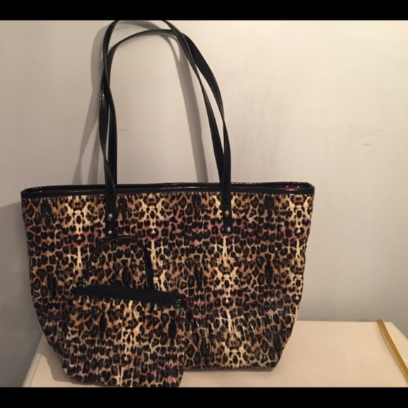 NINE WEST PURSE AND MATCHING WALLET/WRISTLET